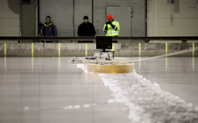 Research machine surfing on the ice at the Aalto Ice Tank.