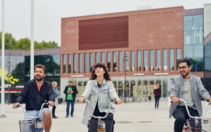 Aalto University / People cycling in front of A Block / photo: Unto Rautio