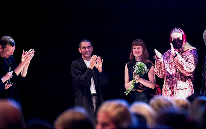 Anni Salonen receiving the Näytös18 Award <i>Photo © Mikko Raskinen</i>