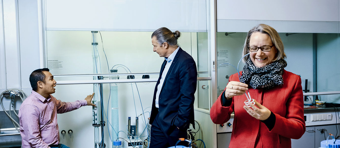Surendra Pradhan (on the left), Riku Vahala and Anna Mikola are testing the new method in the water laboratory. Photo: Jaakko Kahilaniemi.