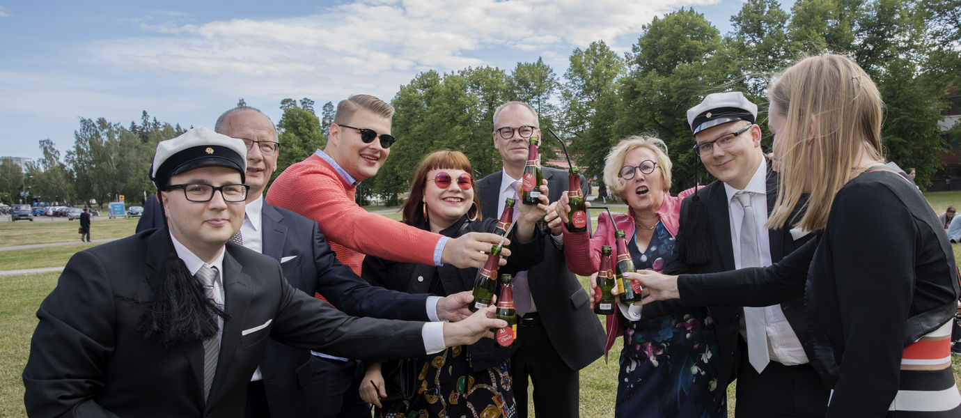 Graduation Party 2018 family. Photo Aalto University / Heli Sorjonen