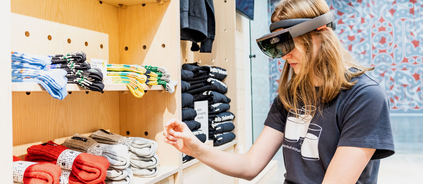 Aalto University / Emma Niemenmaa trying out VR glasses in Aalto Shop / photo: Atte Leskinen