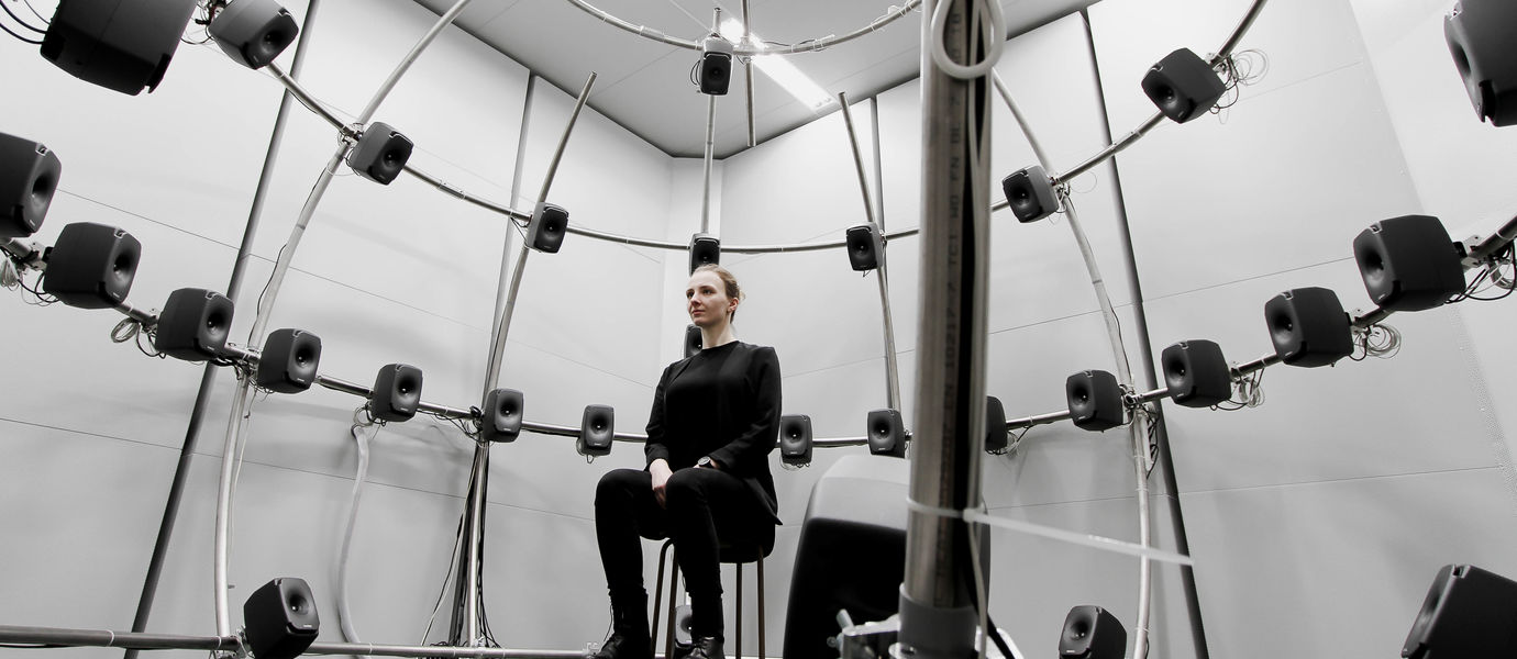 Kuunteluhuone akustiikan laboratoriossa