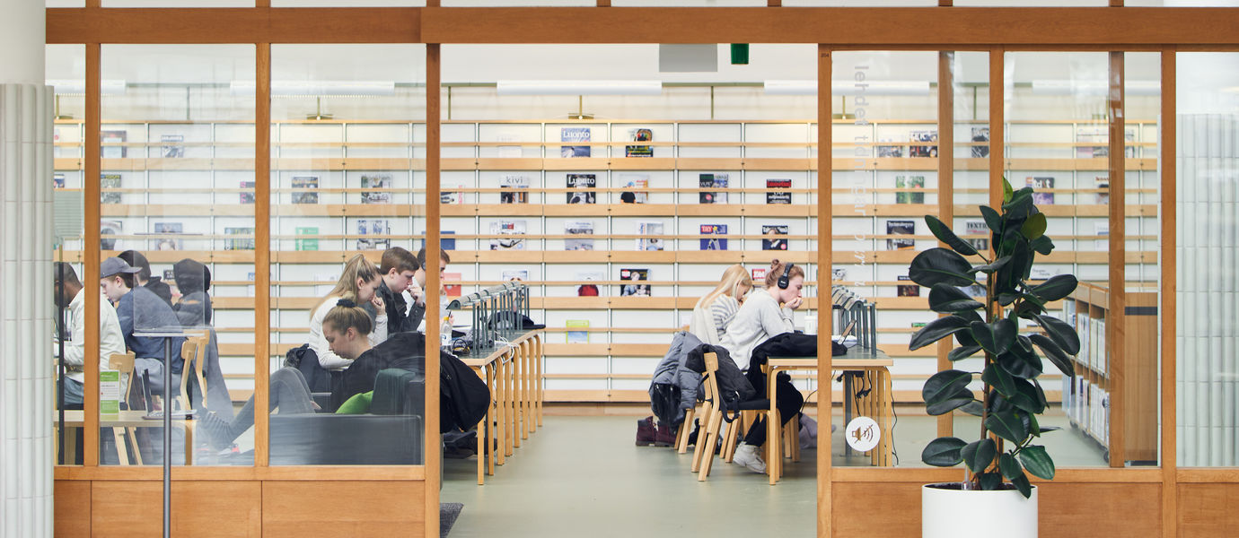 Aalto University / students studying at the library / photo: Unto Rautio