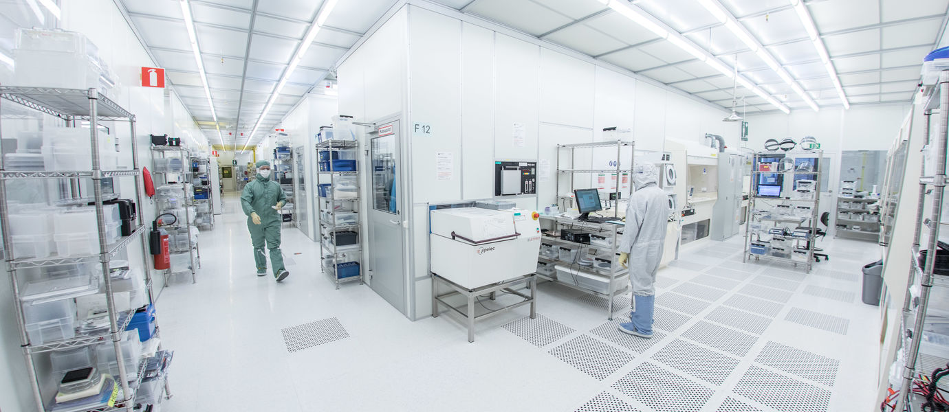 Aalto University / Two people working in the Micronova cleanroom / photo: Mikko Raskinen