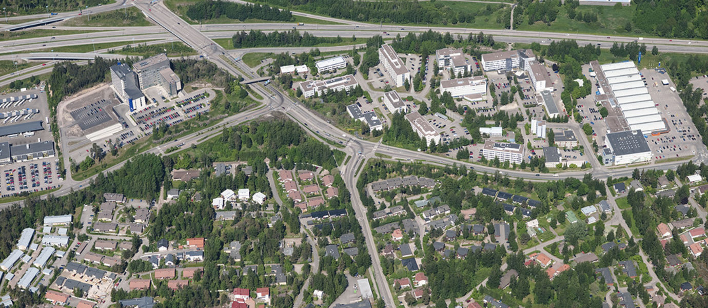 A bird perspective picture of Sinimäki area in Espoo, with housing stock and roads.