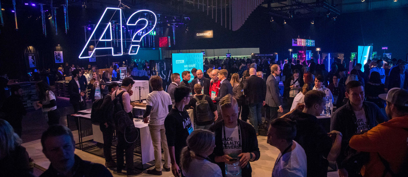 General image of people gathered at Slush startup event, photo by Mikko Raskinen