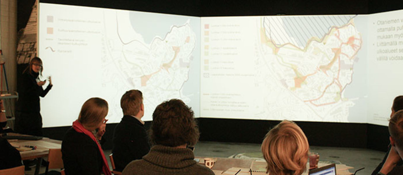Stakeholders discussing Otaniemi land-use at ABE in November 2015.