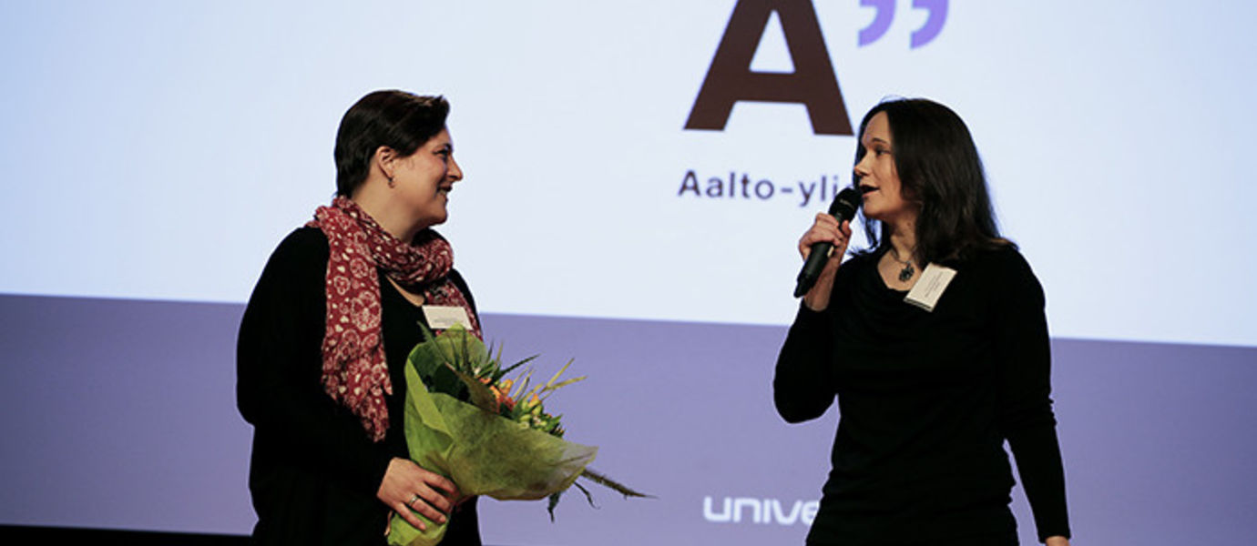 Specialist Annemari Rautio from the Career Services and Head of External Relations Jonna Söderholm from the School of Business received the special University of the Year award on behalf of Aalto University. Photo: Tage Rönnqvist
