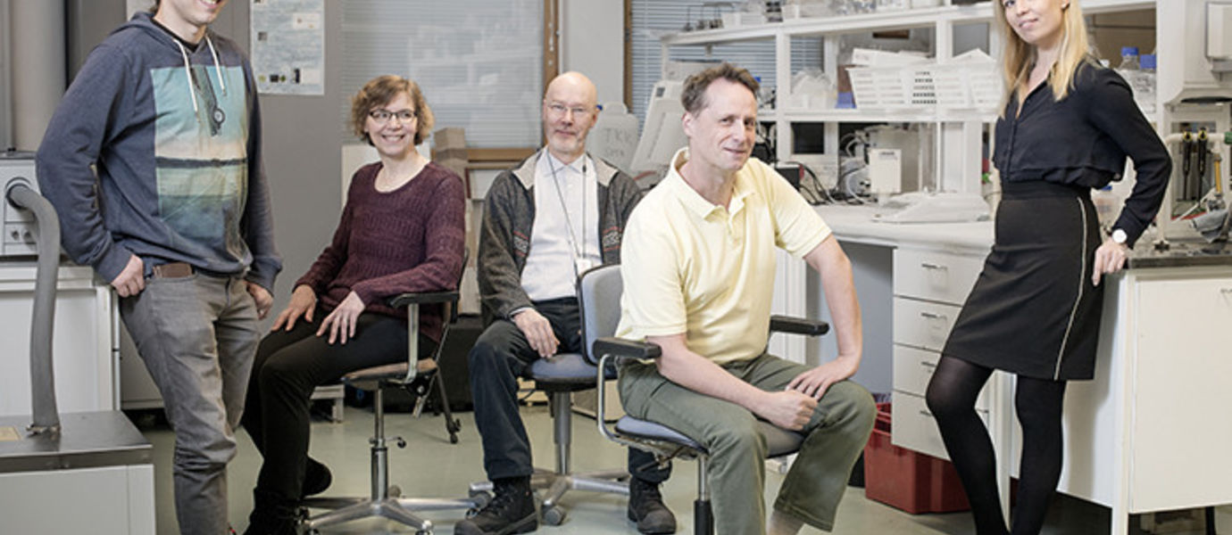 l-r: Olli Vartia (Aalto), Kirsi Jouppila (Helsinki Univ.), Kari Saari (Aalto), Ari Seppälä (Aalto) ja Salla Puupponen (Aalto) Missing from photo: Leena Hupa and Daniel Lindberg (Åbo Akademi Univ.), Ilkka Hippinen and Kati Laakso (Motiva Corporation). Photo: Meeri Uitti