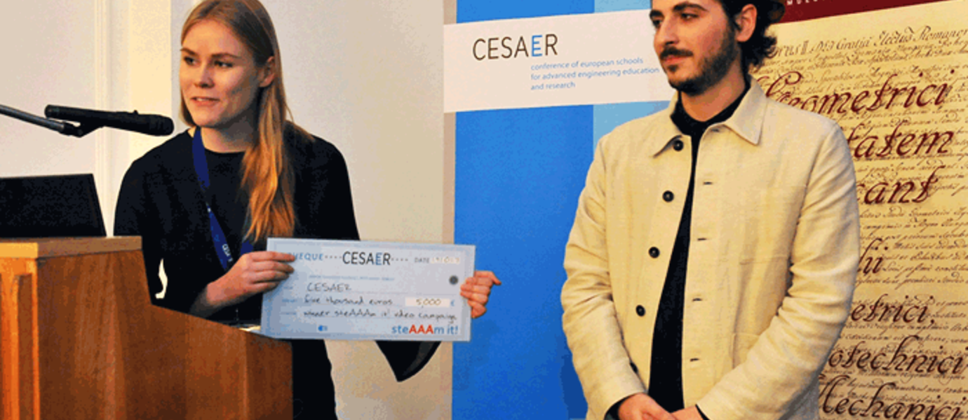 Aalto University students Emma-Sofie Kukkonen and Luca Acito from the Nanomaji team were on hand to accept the first-place prize of 5 000 euros