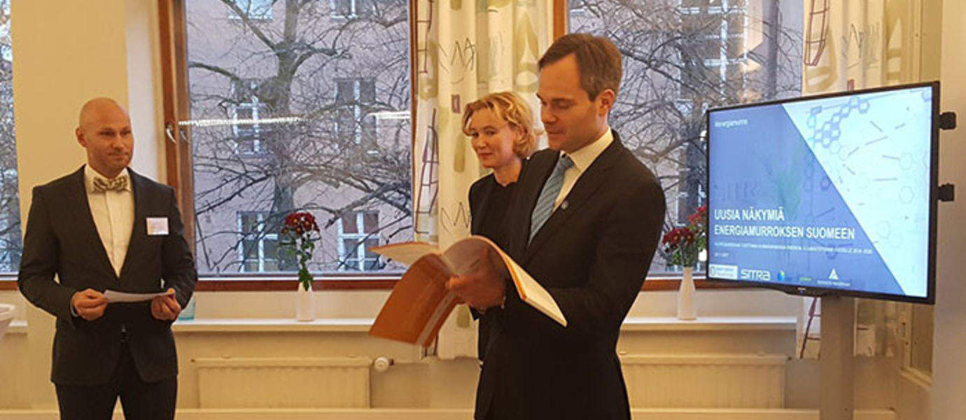 The report, titled New Perspectives on Finland's Energy Transition, in which experts propose a full renovation of the energy sector, was received and promptly commented on by Minister for Foreign Trade and Development Kai Mykkänen (on the right). Professor Sampsa Hyysalo (on the left) and Director Mari Pantsar from Sitra.