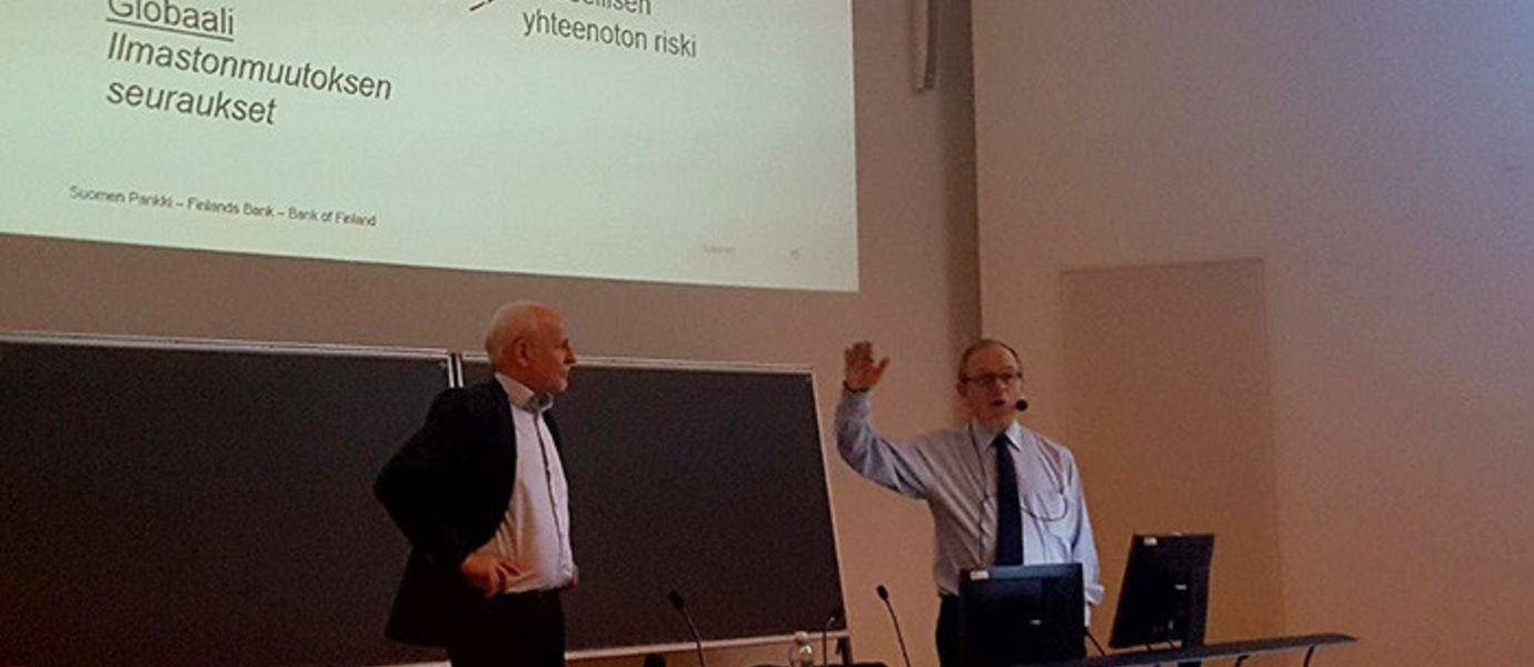 Professor Matti Pohjola has high-level speakers with social influence giving guest lectures on his courses on a regular basis. On Monday 5 February was Erkki Liikanen's, Governor of the Bank of Finland, turn.