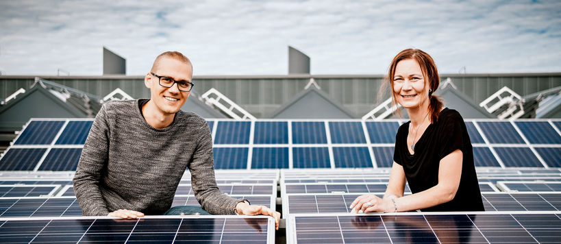 Sami Tuomi and Tanja Kallio with some solar panels. Photo: Jaakko Kahilaniemi.