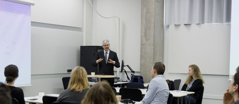 The photo shows Professor Jeremy Hall and audiende from the guest lecture at Aalto Sustainability Hub. Photo: Roope Kivitanta / Aalto University