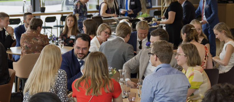 School of Business Masters' Gala 12.6.2019: participants having conversations with each other at the restaurant Arvo.
