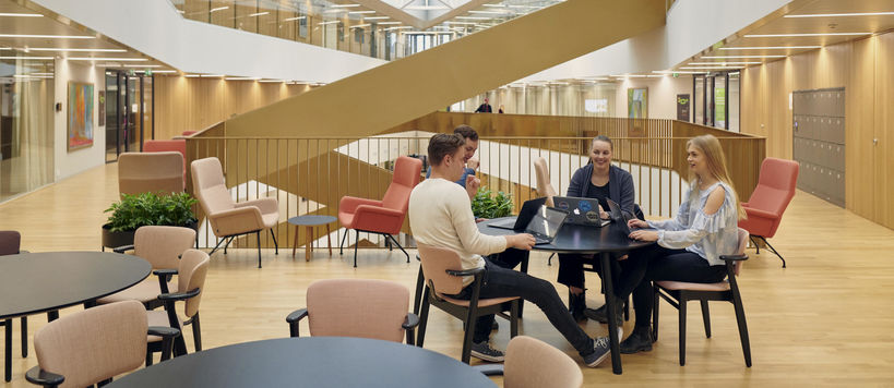 Students at Väre building. Photo: Unto Rautio / Aalto University.