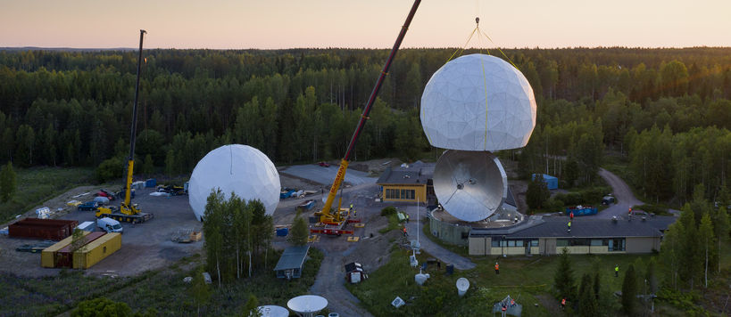 Changing the Aalto University's Metsähovi radio observatory radome. Photo: Kalle Kataila