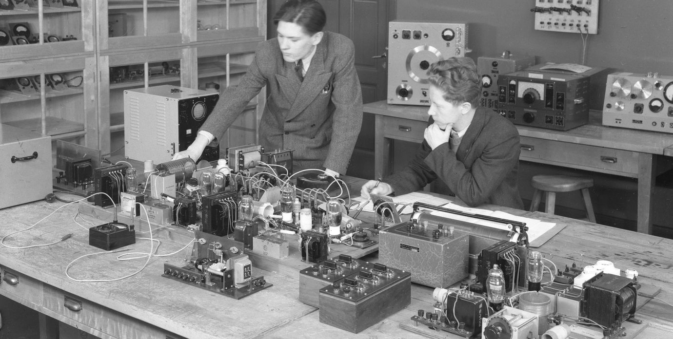 Students at the electrical engineering laboratory.