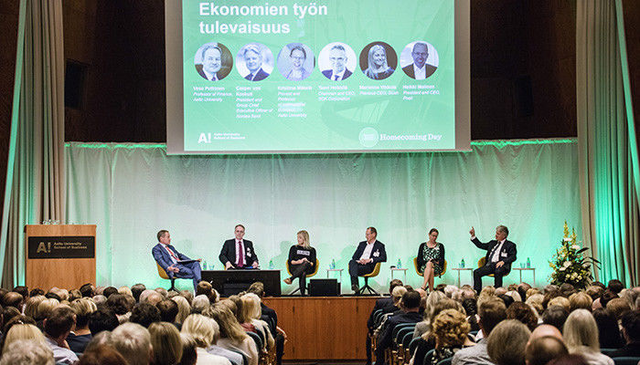 Vesa Puttonen (on the left), Taavi Heikkilä, Marianne Vikkula, Heikki Malinen, Kristiina Mäkelä and Casper von Koskull in the panel discussion. Photos: Lasse Lecklin