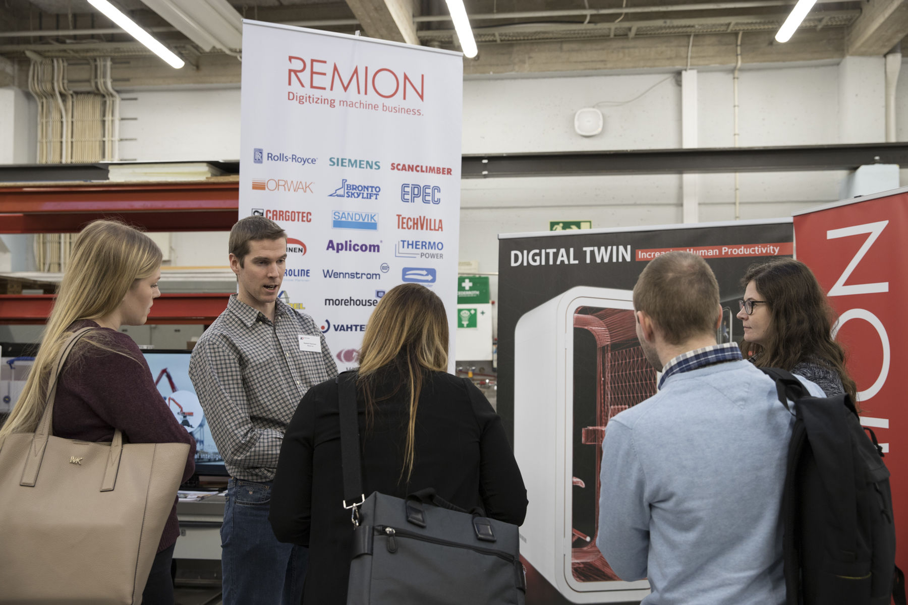 Visitors getting to know Remion's digital twin of a Smart Booth