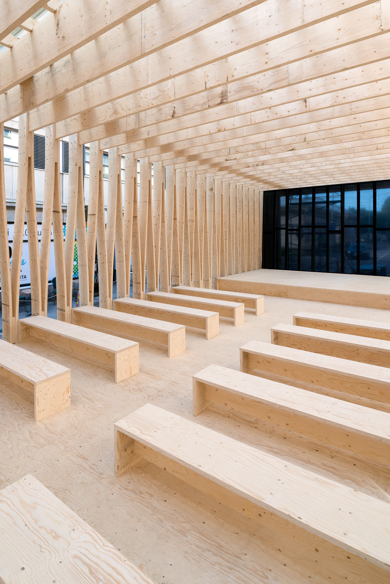 The base of the Aika stage is made up of 50 laminated veneer lumber frames with 100 legs symbolising Finland's era of independence. Photo: Vesa Loikas