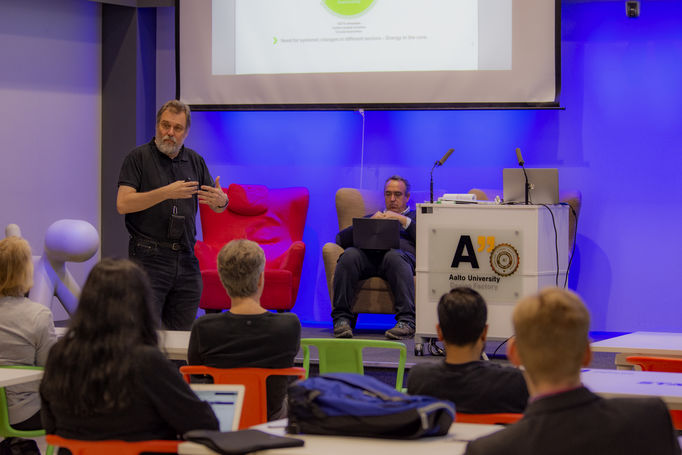 Event photo: Matti Lehtonen presenting Smart Otaniemi.