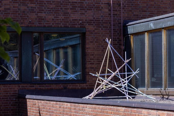Aalto University Crystal Flowers exhibition: Collineation Grounds, Projective Configurations. Photo Mikko Raskinen.