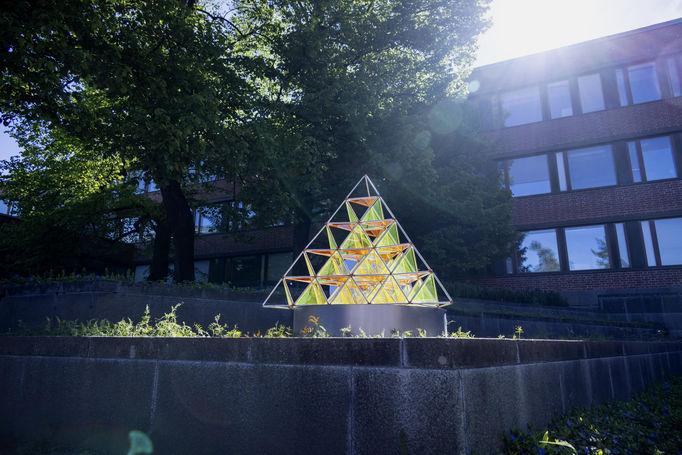 Crystal Flowers exhibition: Collineation Grounds: Tetractys. Photo Mikko Raskinen.