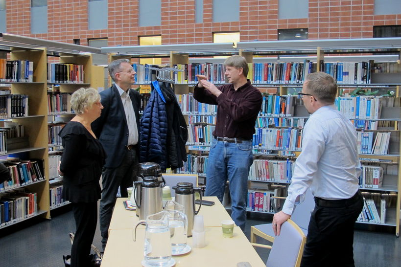 The Dean of Aalto University's School of Science meets with four collegues in a library / photo by Anne Tapanainen.