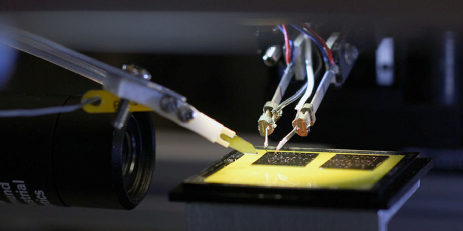 Micro- and nanorobotics