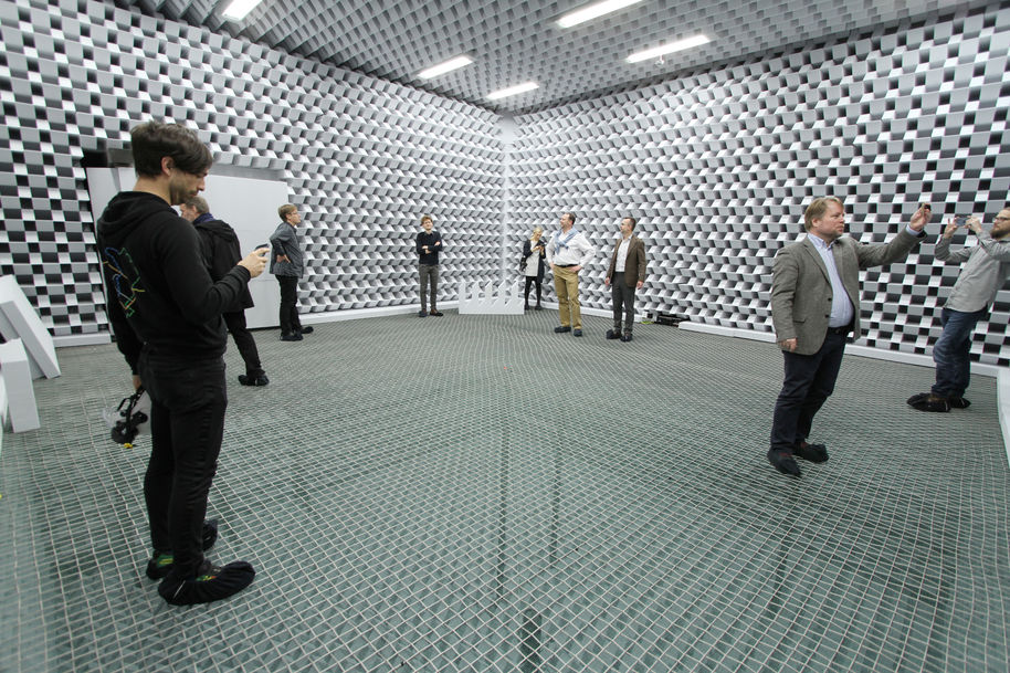 people at anechoic chamber in the aalto university acoustics lab photo benoit alary