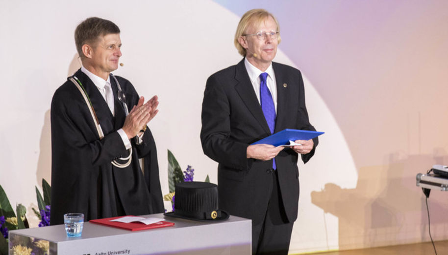Olli Ikkala (right) was appointed Aalto Distinguished Professor in the Opening Ceremony of the academic year by President Ilkka Niemelä (left). Photo: Mikko Raskinen / Aalto University.