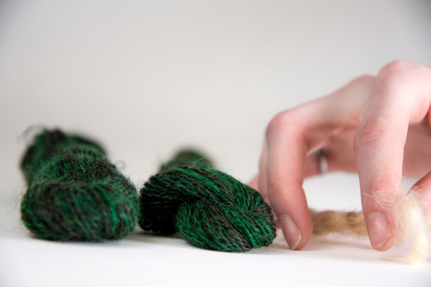 RNSF:regenerating nature smart fabric, weaved wool samples, researcher Julie-Anne-Gandier, photo Valeria Azovskaya